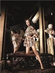Short-cut leopard satin kimono